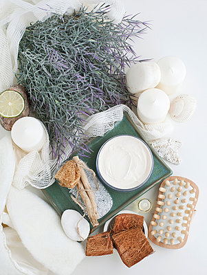 Lavender and skincare products - p429m801689 by Magdalena Niemczyk - ElanArt