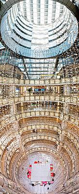 Einkaufszentrum in Hongkong - p913m1138463 von LPF