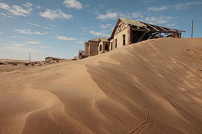 Ghost town, Kolmanskop - p1172m955395 by Frank Tusch