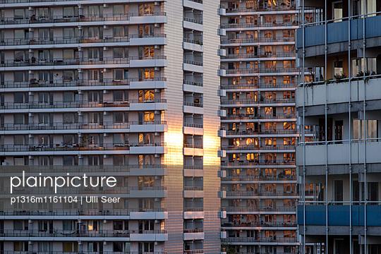 Plattenbauten, Mitte, Berlin, Deutschland - p1316m1161104 von Ulli Seer