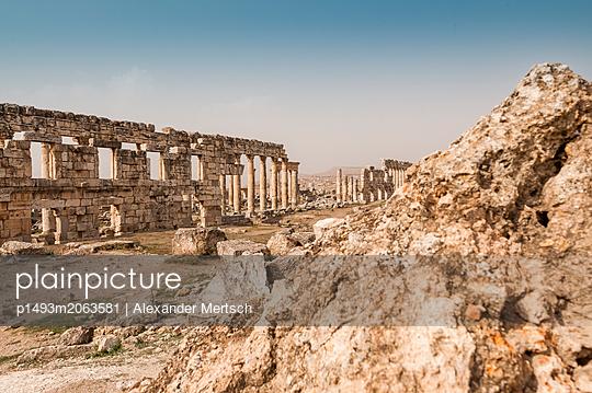 Ruinen der antiken Stadt Apameia im Norden Syriens - p1493m2063581 von Alexander Mertsch