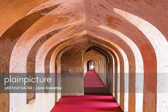 India, Uttar Pradesh, Lucknow, Bara Imambara, Bhul-bhulaiya, or Bhool Bhulaiya,The Labyrinths - p651m2104744 by Jane Sweeney