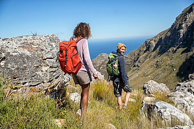 Young couple hiking in the mountains - p1355m1574177 by Tomasrodriguez