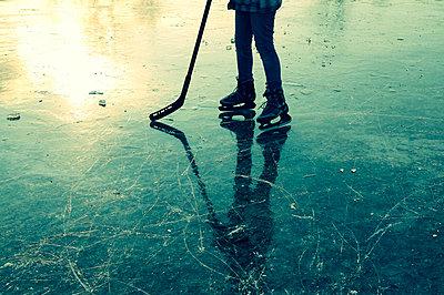 Schlittschuhlaufen - p470m658649 von Ingrid Michel