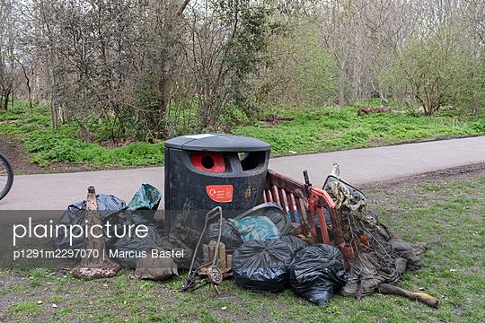 Garbage  - p1291m2297070 by Marcus Bastel