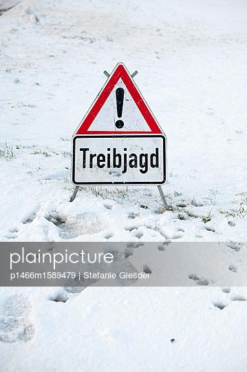 Verkehrsschild Treibjagd - p1466m1589479 von Stefanie Giesder