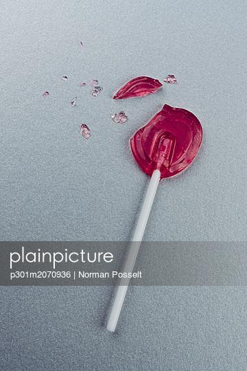 Broken heart-shape lollipop - p301m2070936 by Norman Posselt