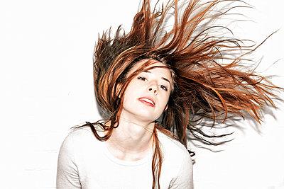 Tousled hair - p1012m931263 by Frank Krems