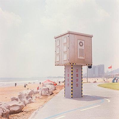 China, Qingdao, Sea promenade with tower - p817m2203236 by Daniel K Schweitzer