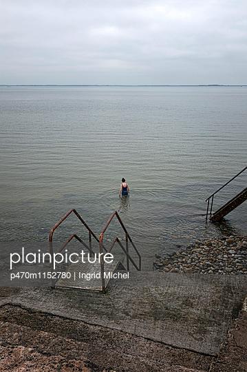 Meerschwimmbad in Galway - p470m1152780 von Ingrid Michel