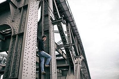 Urban Climbing - p1222m1169509 von Jérome Gerull