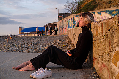 Woman on beach  - p1363m2108757 by Valery Skurydin