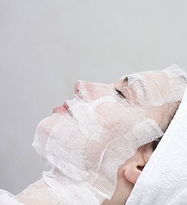 Caucasian woman receiving facial beauty treatment - p555m1302005 by Walter Zerla