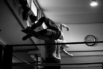 Wrestling - p1195m982917 von Kathrin Brunnhofer