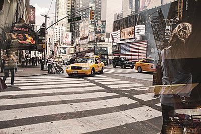Strasse von New York - p1276m1092408 von LIQUID