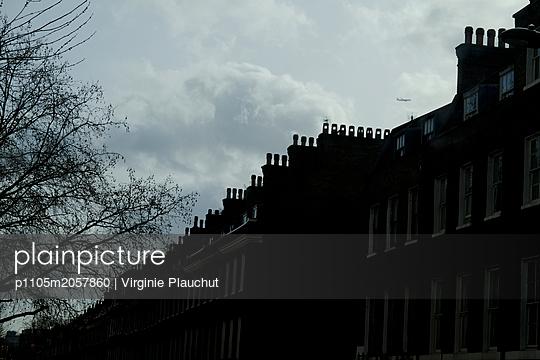 Row of houses - p1105m2057860 by Virginie Plauchut