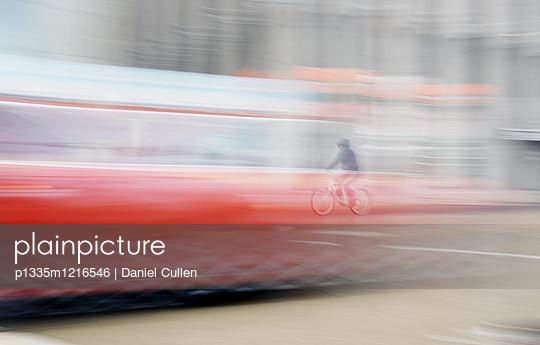 Mit dem Fahrrad unterwegs in Toronto - p1335m1216546 von Daniel Cullen