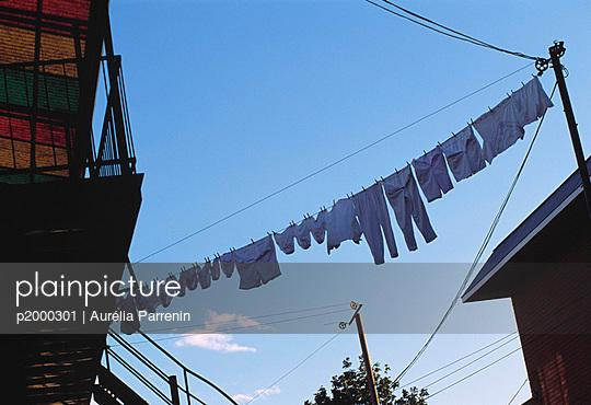 Wäsche auf der Leine - p2000301 von Aurelia Parrenin