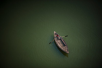 Boat with man alone - p1007m1144282 by Tilby Vattard