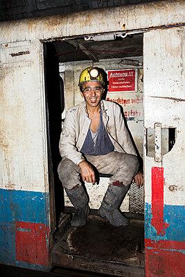 Bergarbeiter untertage - p1271m1185415 von Maurice Kohl