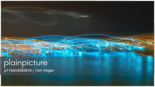 Lichtspuren - p1154m2053616 von Tom Hogan