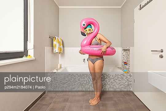 Holidays in bathroom - p294m2184074 by Paolo