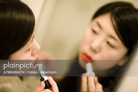 Make Up - p798m894274 von Florian Loebermann