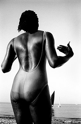 Woman wearing swimming suit - p870m753812 by Gilles Rigoulet