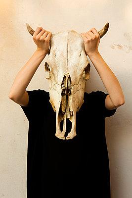 Masking - p1017m2015402 by Roberto Manzotti