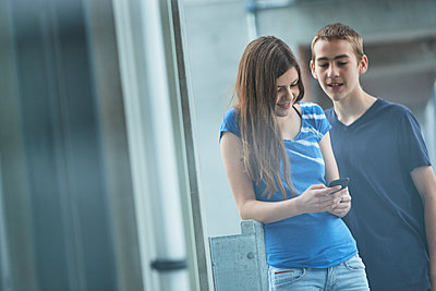 Teenagers using cell phone - p312m1442952 by Johan Alp