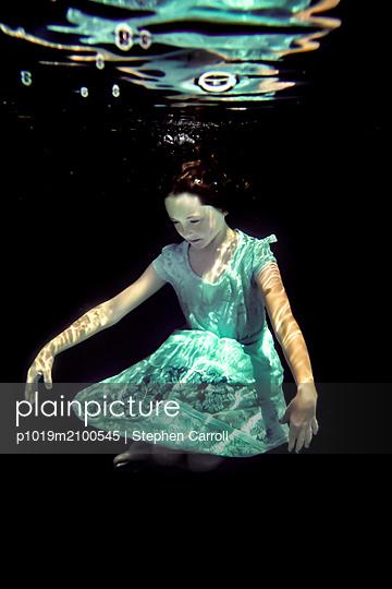Girl Underwater  - p1019m2100545 by Stephen Carroll