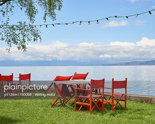 Tische und Stühle am Genfer See - p1124m1150068 von Willing-Holtz