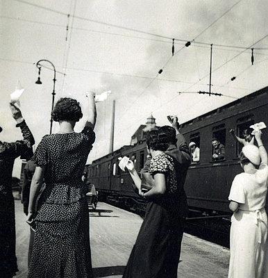 A train and waving folks on a platform - p1541m2172499 by Ruth Botzenhardt