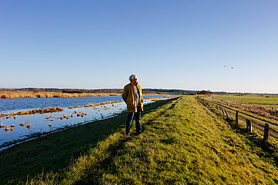 Silence along the dyke - p834m2099180 by Jakob Börner