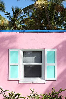 Pink house - p045m851933 by Jasmin Sander