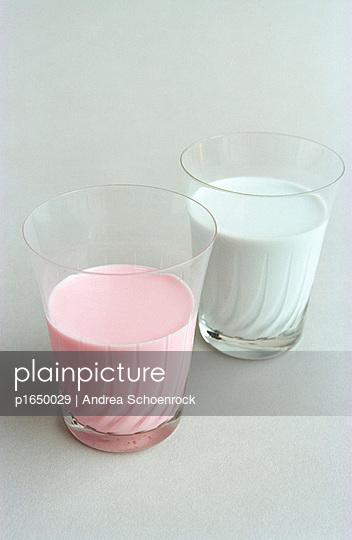 Milch und Erdbeermilch - p1650029 von Andrea Schoenrock