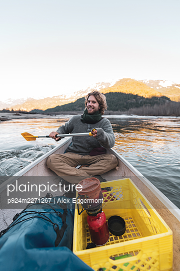 Canada, British Columbia, Man canoeing in Squamish River - p924m2271267 by Alex Eggermont
