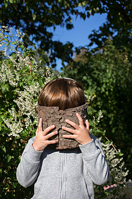 Hiding kid - p1308m2126459 by felice douglas