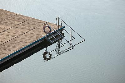 Wassertreppe - p842m891000 von Renée Del Missier