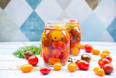 Two glasses of pickled tomatoes - p300m1156687 by Larissa Veronesi