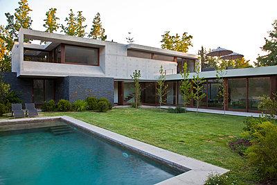 Moderne Architektur - p618m903643 von Capturaimages