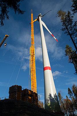 Windradaufbau - p867m1082468 von Thomas Degen
