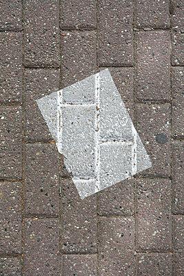 Paper - p447m1219365 by Anja Lubitz