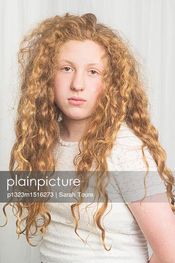 portrait of a young girl  - p1323m1516273 von Sarah Toure