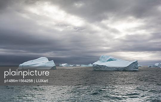 Eisberge in der Melville Bay - p1486m1564258 von LUXart