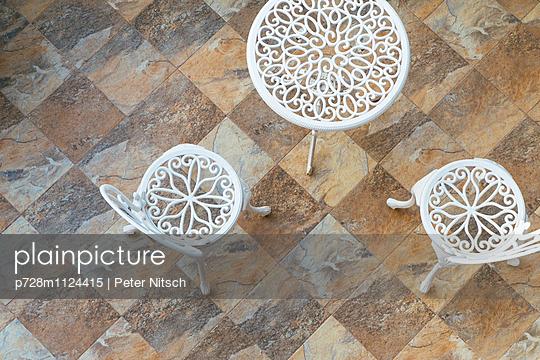 Gartenmöbel aus Gusseisen - p728m1124415 von Peter Nitsch