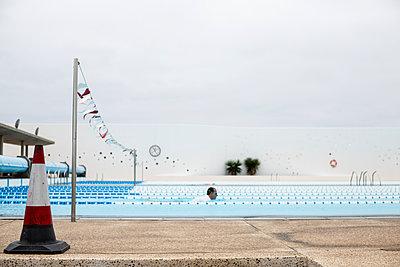 Schwimmtraining - p1367m2031275 von Teresa Walton
