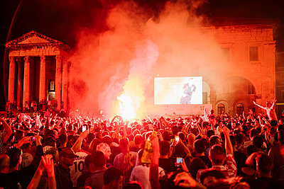 Public Viewing Soccer World Cup Semifinals Croatia England - p1600m2211893 by Ole Spata