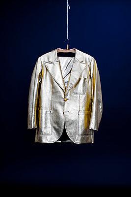 Goldenes Jacket - p318m1477337 von Christoph Eberle