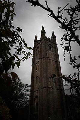 Kirchturm im Herbst II - p830m881973 von Schoo Flemming